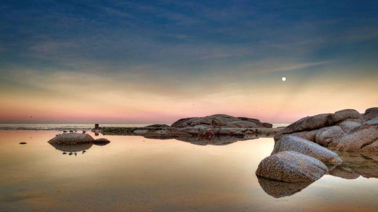 Der Strand von Camps Bay im Mondschein - Foto von Dominique Troch aus Südafrika.