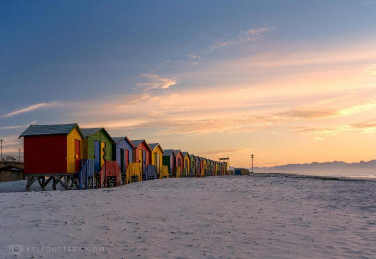 Die bekannten Badehäuschen von Muizenberg - Foto von Kyle Goetsch aus Südafrika.